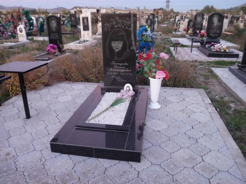 Гранитный памятник на могилу недорого самара изготовление памятников л