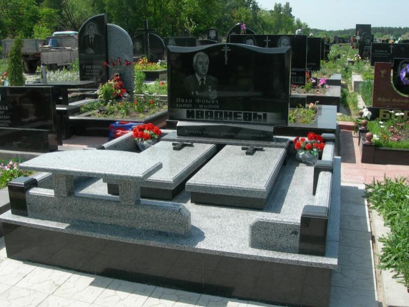 Памятники из черного гранита фото серого цоколь под ограду на кладбище
