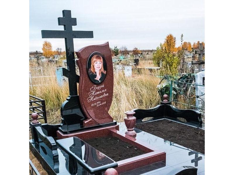 Надгробие на могилу фото гранитные памятники москвы в Майкоп