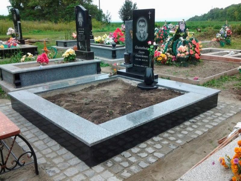 Гранитный памятник на могилу недорого фото надгробные памятники фото и цены саранск